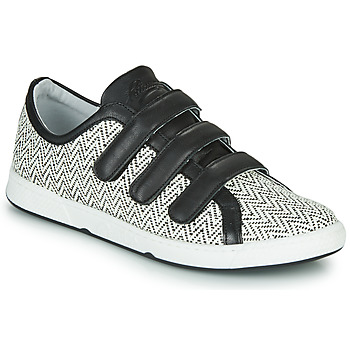 Shoes Women Low top trainers Pataugas JULIETTE Black / White
